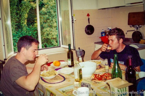 Eating pasta with an amino in our communal kitchen in Perugia.
